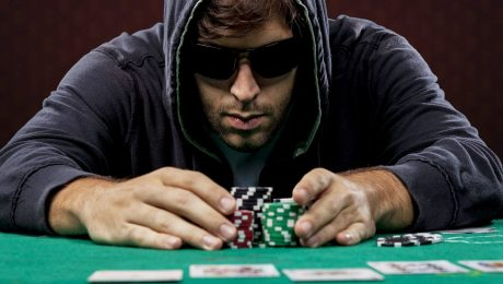 Online poker: Between Ruin and Fast Wealth