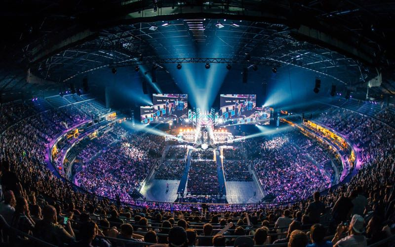 15,000 fans celebrate in the Counter-Strike Cathedral
